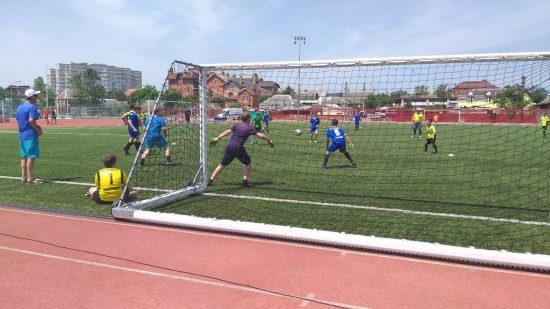 Детские дворовые команды участвуют трех возрастных группах — от 11 до 16 лет