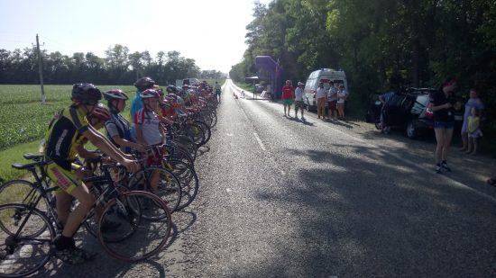 Традиционные краевые соревнования по велосипедному спорту приняли окрестности станицы Каневской.