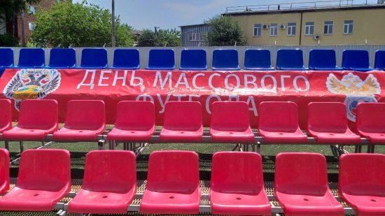 В празднике футбола приняли участие команды спортивных школ города. Мы познакомились с некоторыми из них.