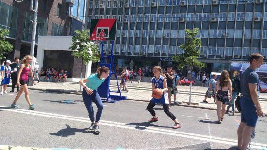 В турните участвовали команды мальчиков и девочек со спортивных школ края. Мы познакомились с некоторыми из них.