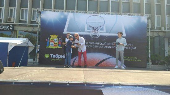 Во время баскетбольного фестиваля вручались знаки отличия ГТО
